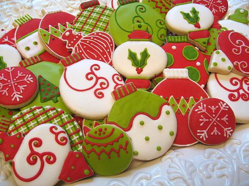 biscoitos decorados de bolas de natal